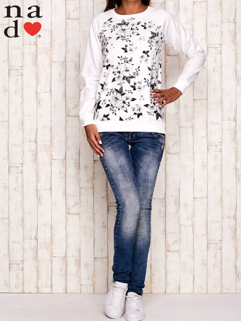 Ecru bluza z kwiatowym nadrukiem                                  zdj.                                  2
