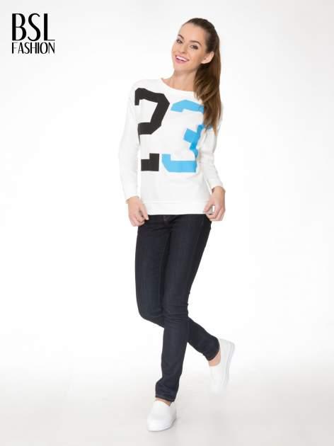 Ecru bluza z nadrukiem numerycznym 23                                  zdj.                                  2