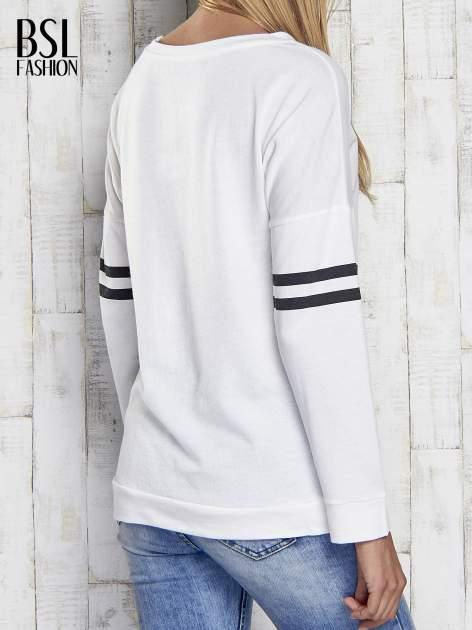 Ecru bluza z napisem TOMBOY