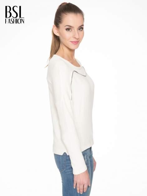Ecru bluza z ozdobnym suwakiem                                  zdj.                                  3