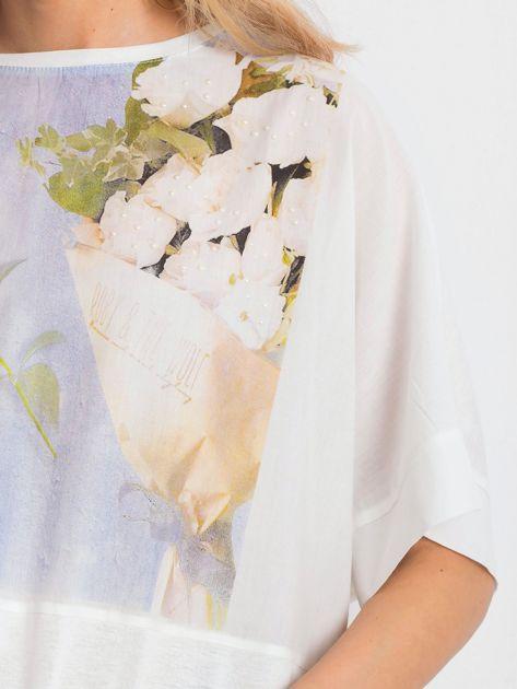 Ecru bluzka oversize z kwiatowym nadrukiem                              zdj.                              2