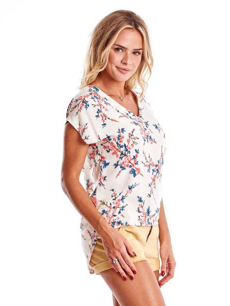 Ecru bluzka z motywem kwiatu wiśni                              zdj.                              3