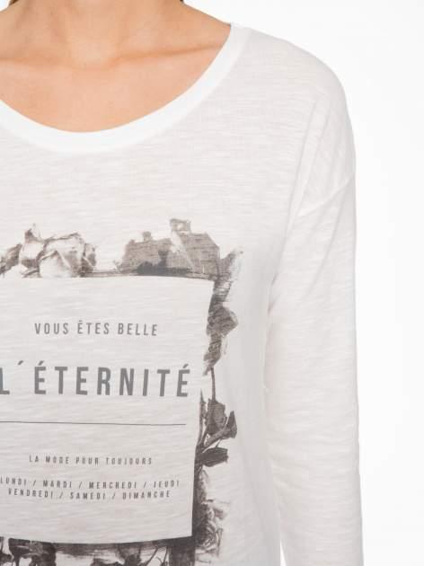 Ecru bluzka z nadrukiem kwiatowym i napisem L'ETERNITÉ                                  zdj.                                  5