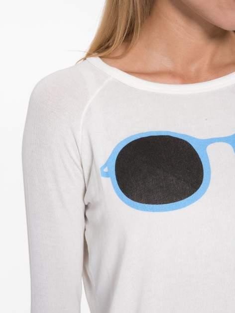 Ecru bluzka z nadrukiem okularów                                  zdj.                                  7