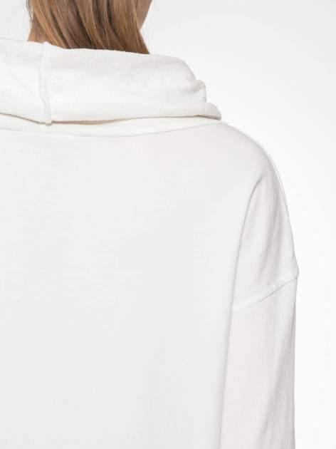 Ecru długa bluza ze ściąganym kapturokominem                                  zdj.                                  8
