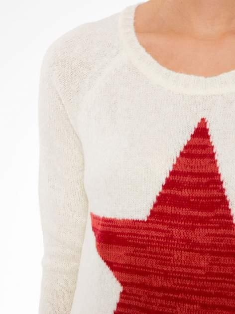 Ecru długi sweter z nadrukiem gwiazdy                                  zdj.                                  5