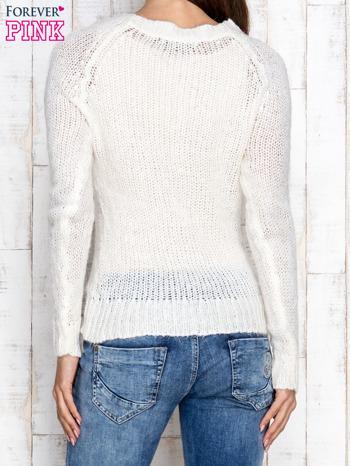 Ecru dzianinowy sweter o szerokim splocie                                  zdj.                                  4