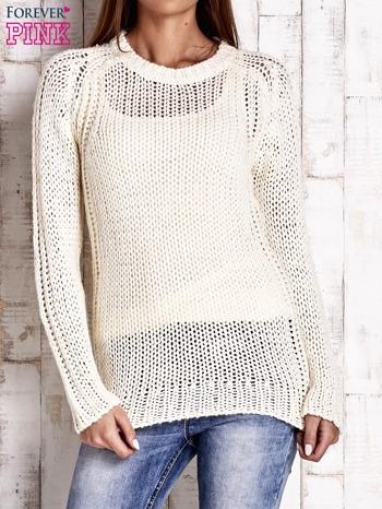 Ecru dzianinowy sweter o szerokim splocie                                  zdj.                                  1