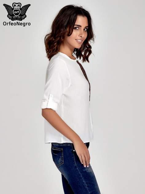 Ecru koszula ze wzorzystą wstawką w stylu etno                                  zdj.                                  5