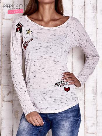 Ecru melanżowa bluzka z naszywkami                                  zdj.                                  1