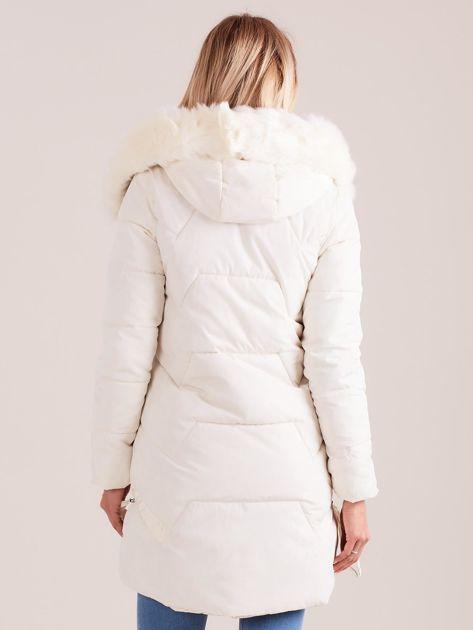 Ecru pikowana kurtka na zimę                              zdj.                              2