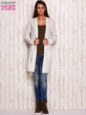 Ecru prążkowany sweter z kieszeniami                                  zdj.                                  4