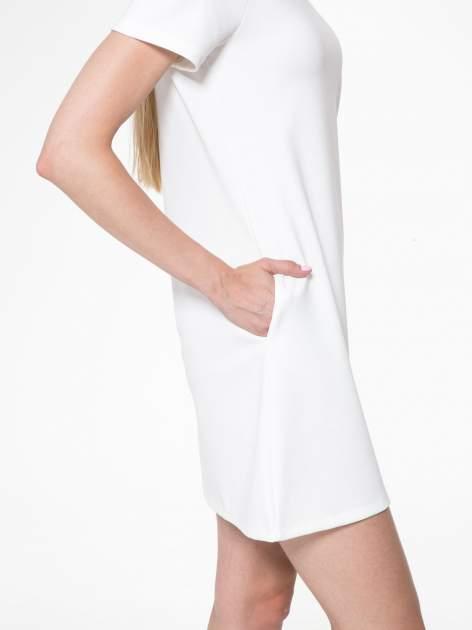 Ecru prosta sukienka z półgolfem                                  zdj.                                  9