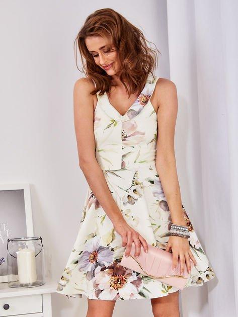 Ecru rozkloszowana sukienka w malarskie roślinne wzory                              zdj.                              13