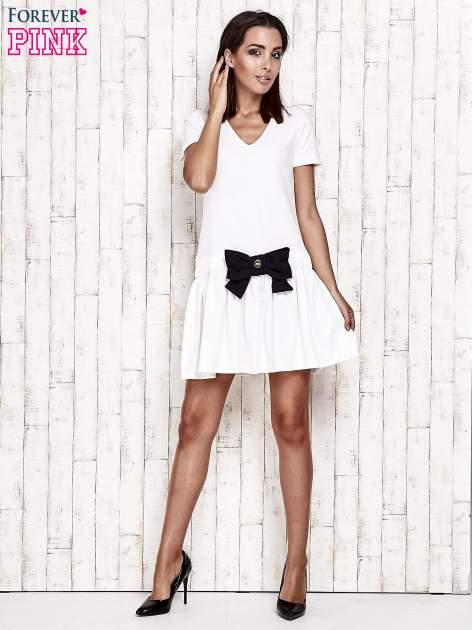 Ecru sukienka dresowa z kokardą z przodu                                  zdj.                                  4