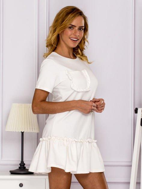 Ecru sukienka z falbaną                                  zdj.                                  3