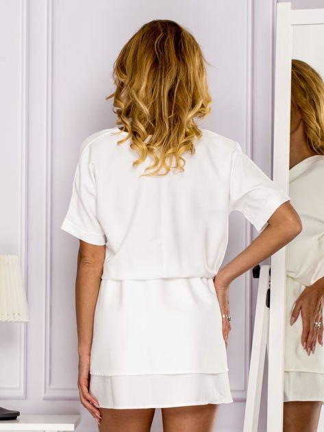 Ecru sukienka z gumką w pasie                                   zdj.                                  2