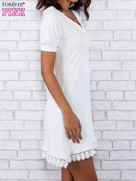 Ecru sukienka z koronkowym wykończeniem                                  zdj.                                  4