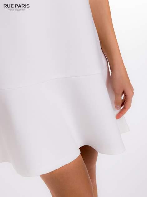Ecru sukienka z obniżoną talią o rękawie długości 3/4                                  zdj.                                  8