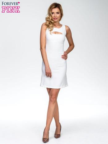 Ecru sukienka z wycięciem na dekolcie                                  zdj.                                  6