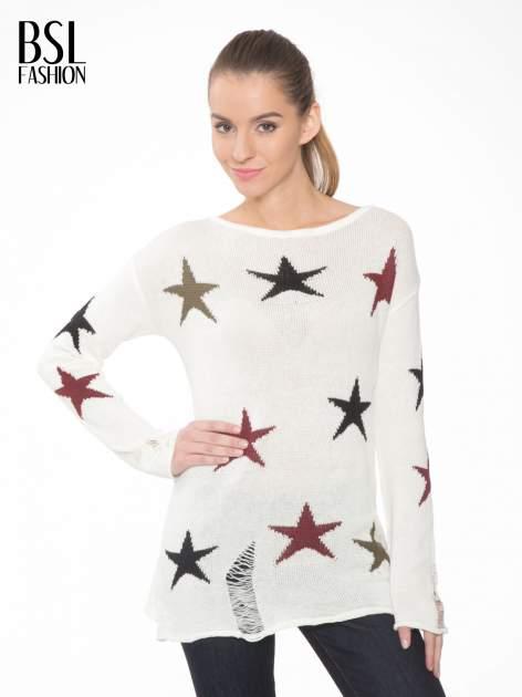 Ecru sweter w gwiazdy z efektem destroyed                                  zdj.                                  1