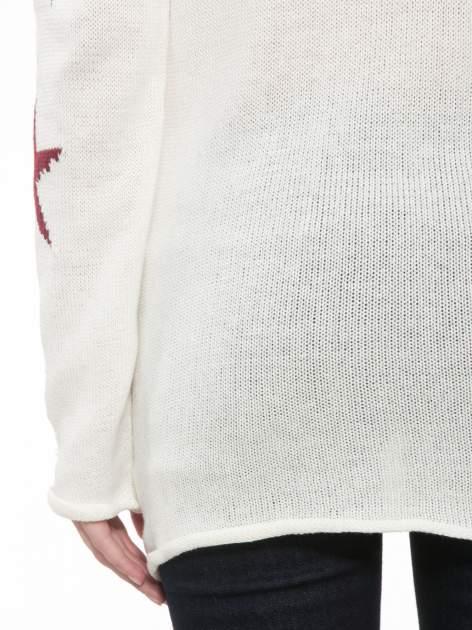Ecru sweter w gwiazdy z efektem destroyed                                  zdj.                                  9