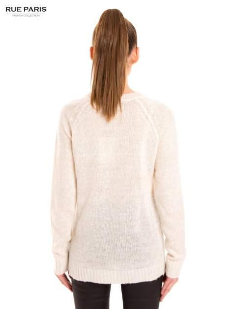 Ecru sweter z dłuższym tyłem                                  zdj.                                  4