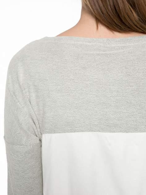 Ecru-szara bluzka z dekoltem zdobionym dżetami                                  zdj.                                  7