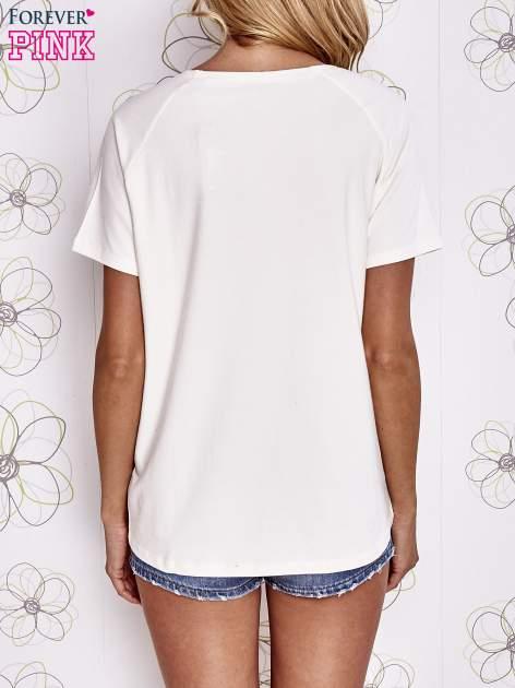 Ecru t-shirt z aplikacją owadów                                   zdj.                                  4