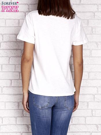 Ecru t-shirt z dżetami                                  zdj.                                  2