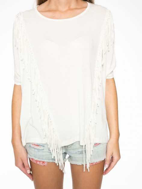 Ecru t-shirt z frędzlami i siateczkowym tyłem                                  zdj.                                  8