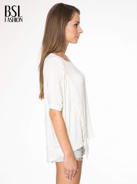 Ecru t-shirt z frędzlami i siateczkowym tyłem                                  zdj.                                  3