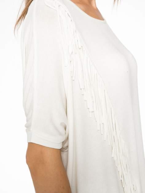 Ecru t-shirt z frędzlami i siateczkowym tyłem                                  zdj.                                  9