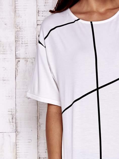 Ecru t-shirt z geometrycznym motywem                                  zdj.                                  5