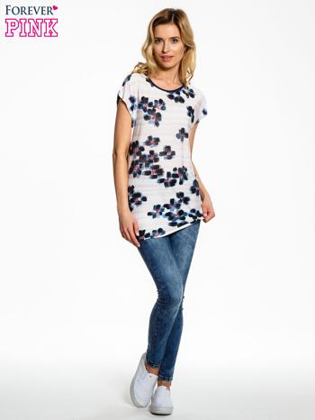 Ecru t-shirt z granatowym kwiatowym nadrukiem                                  zdj.                                  6