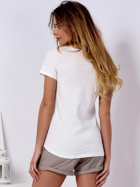 Ecru t-shirt z kotem                                   zdj.                                  2