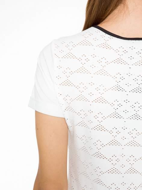 Ecru t-shirt z nadrukiem NEW YORK i ażurowym tyłem                                  zdj.                                  9