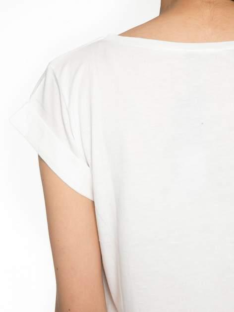 Ecru t-shirt z nadrukiem Stich                                  zdj.                                  10