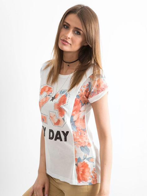 Ecru t-shirt z nadrukiem kwiatowym                              zdj.                              3