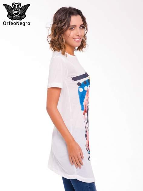 Ecru t-shirt z nadrukiem twarzy                                  zdj.                                  3
