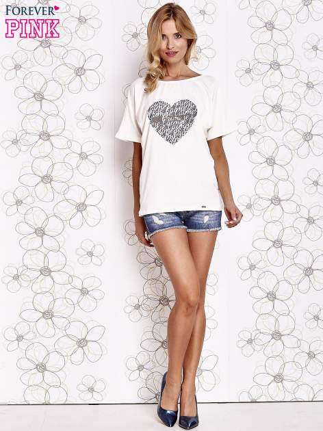 Ecru t-shirt z napisem JE T'AIME i dekoltem na plecach                                  zdj.                                  2