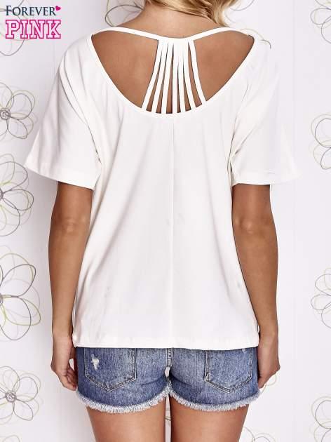Ecru t-shirt z napisem JE T'AIME i dekoltem na plecach                                  zdj.                                  4