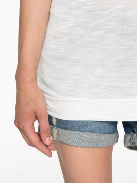 Ecru t-shirt z napisem LIVE IN THE SUNSHINE z dżetów                                  zdj.                                  6