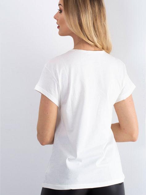 Ecru t-shirt z napisem z koralików                               zdj.                              2