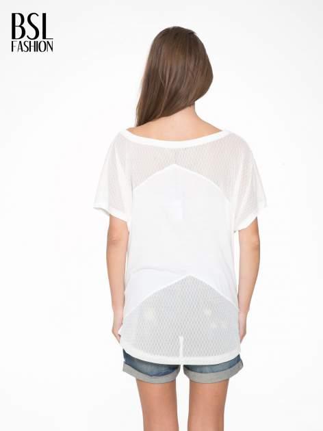 Ecru t-shirt z siateczkowymi wstawkami                                  zdj.                                  4