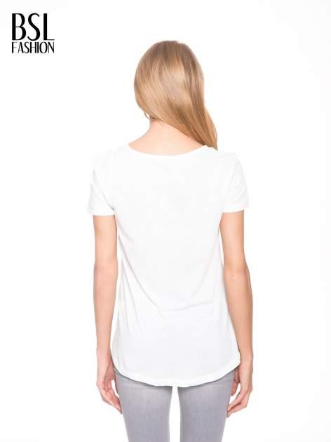 Ecru t-shirt z szarym nadrukiem serca                                  zdj.                                  4