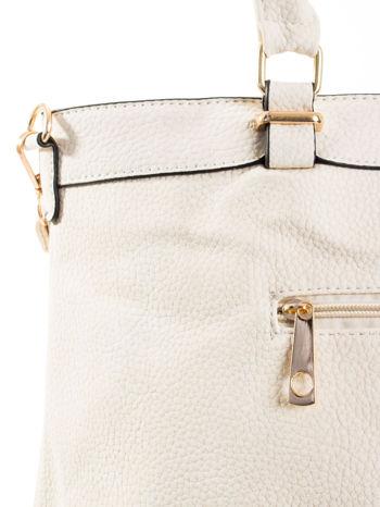 Ecru torba na ramię ze złotymi okuciami                                  zdj.                                  7