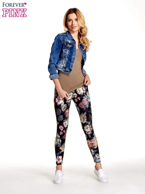 Elastyczne legginsy w kwiatowy wzór                                  zdj.                                  2
