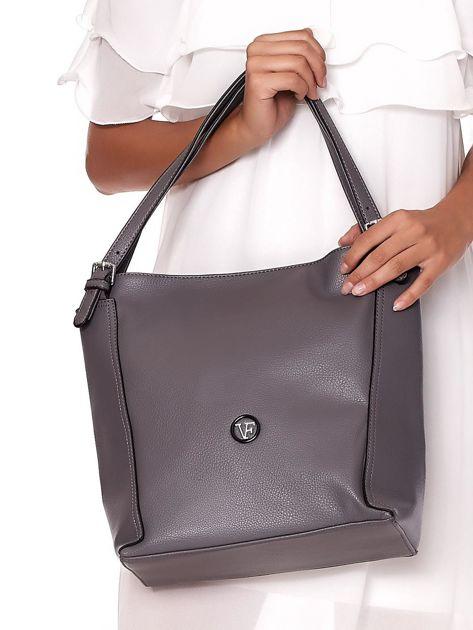 Elegancka ciemnoszara torba z eko skóry z logo                              zdj.                              2
