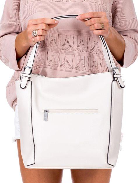 Elegancka ecru torba z eko skóry z logo                              zdj.                              4